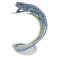 Herend Porcelain Fishnet Figurine of a Lizard on a Leaf